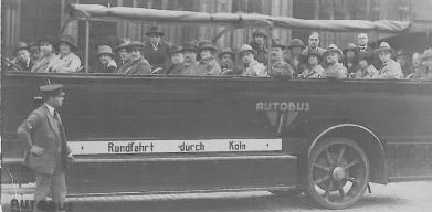 geheel links in de bus : Theo Meulkens